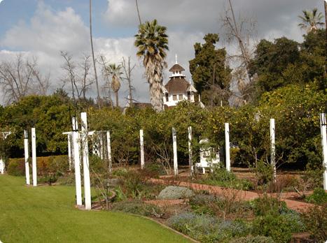 Arcacia-ArboretumQueenAnneCottage1